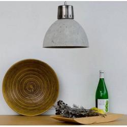 Betonowa lampa wisząca z metalowym akcentem
