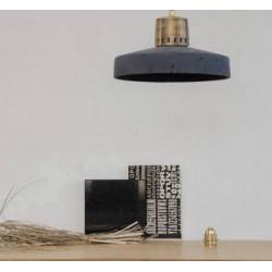Betonowa lampa industrialna - metalowe wykończenie