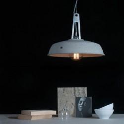 Lampa wisząca betonowa w klimacie industrialnym