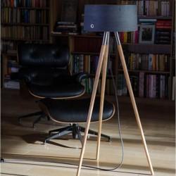 Trójnożna lampa z betonowym abażurem