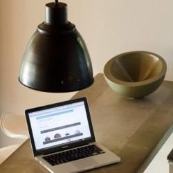 Metalowa lampa industrialna - wersja czarna i biała