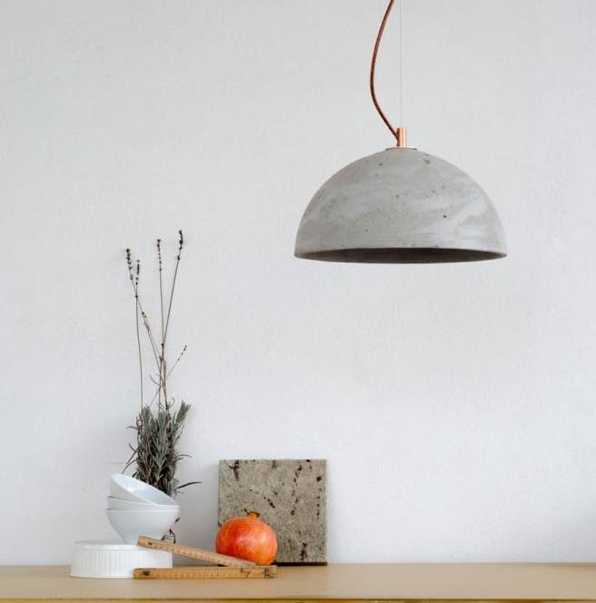 Lampa betonowa we wnętrzu
