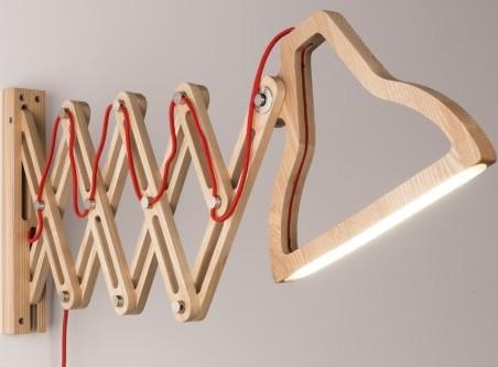 Drewniana lampa ścienna