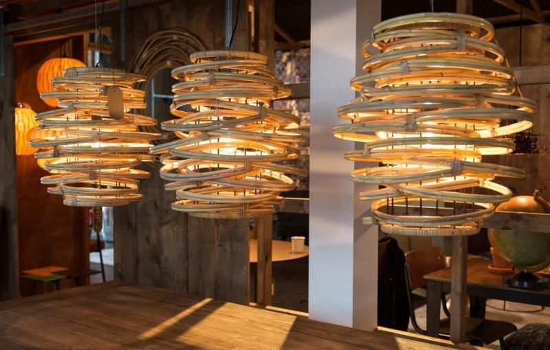 Drewniane lampy – ponadczasowe oświetlenie wnętrz!